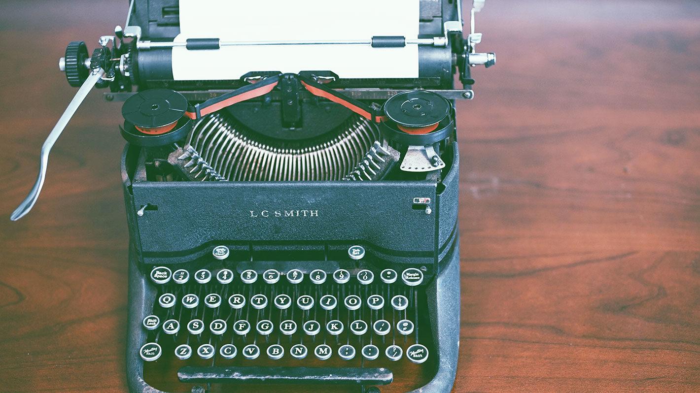 黒いタイプライターの写真