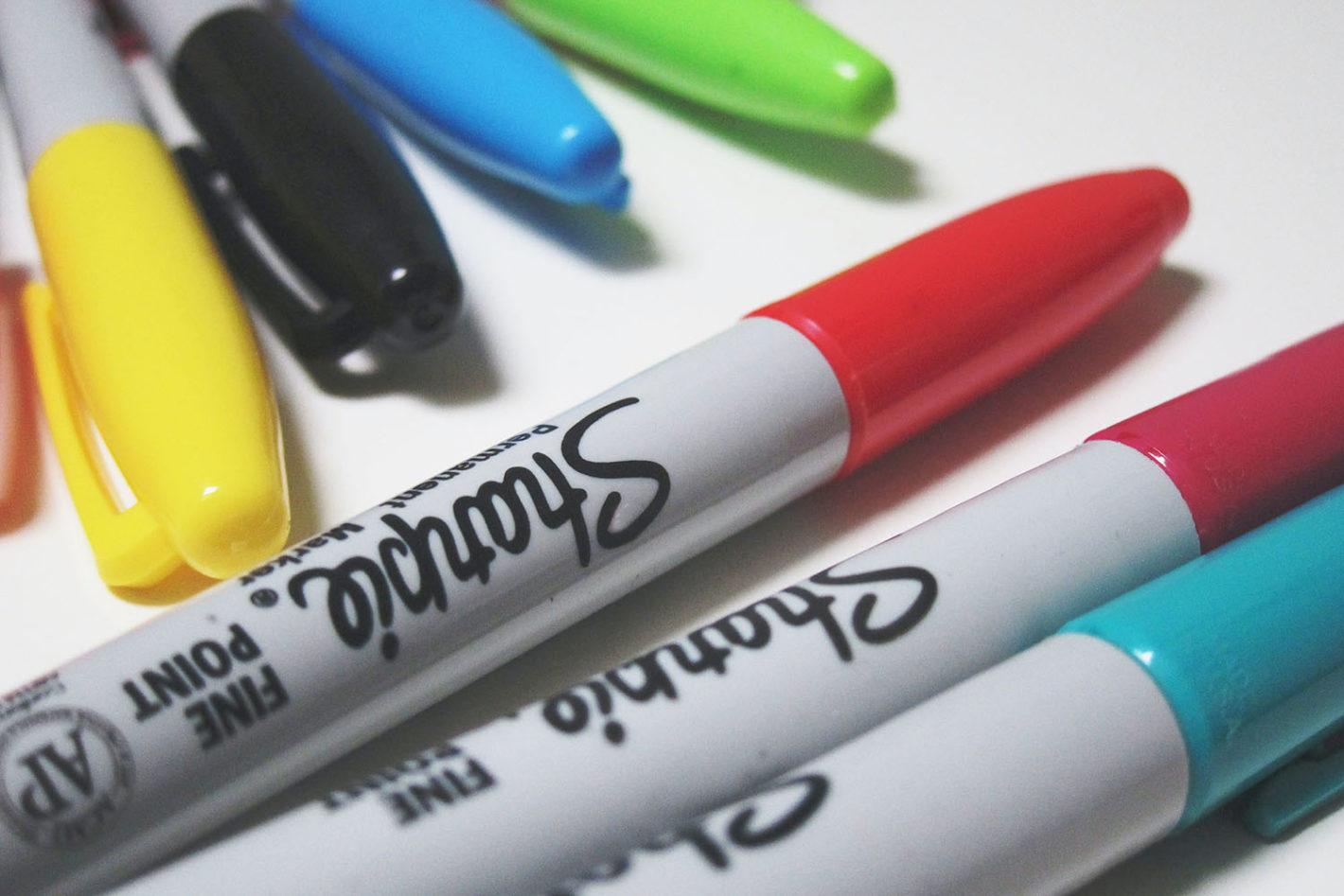 写真:いろんな色のマーカーペン